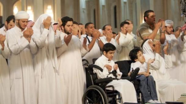الصلاة قرة عيون المحبين وهدية الله للمؤمنين