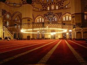 مسجد من الداخل.