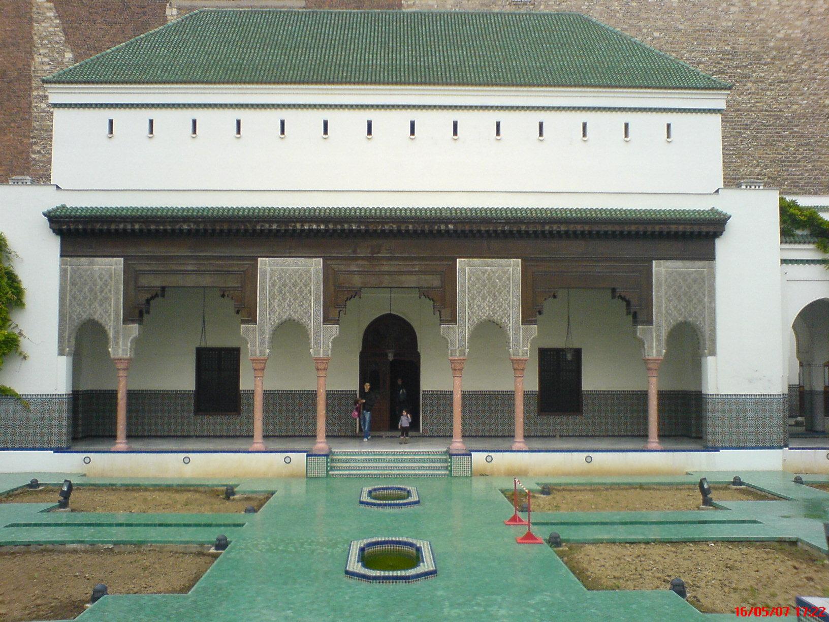 المساجد مراكز تعليم لجميع الفنون وشتى العلوم