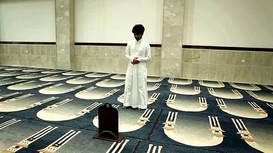 صورة لشخص يصلي.