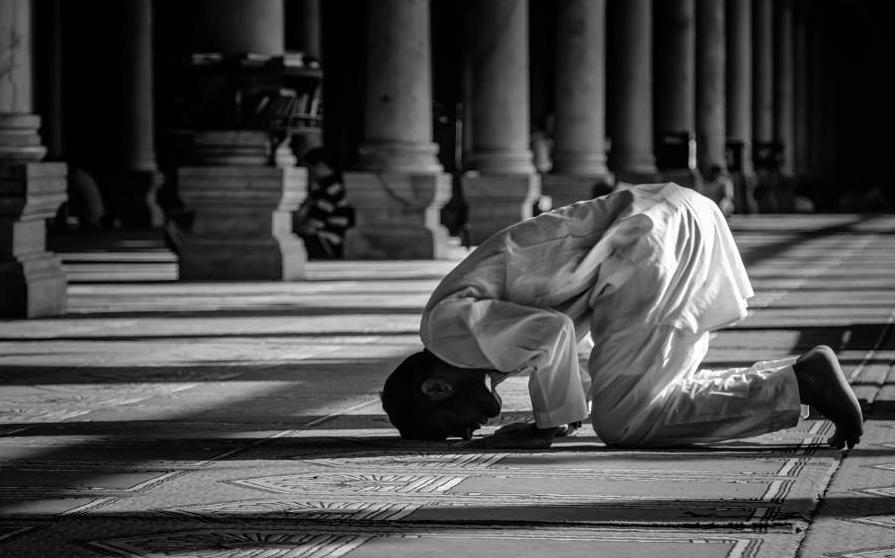 كيف تخشع في الصلاة؟