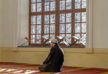 ما حقيقة الالتفات في الصلاة
