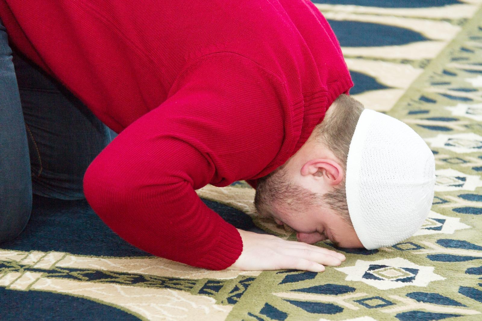 بعض أحكام الصلاة التي يجب على المسلم معرفتها