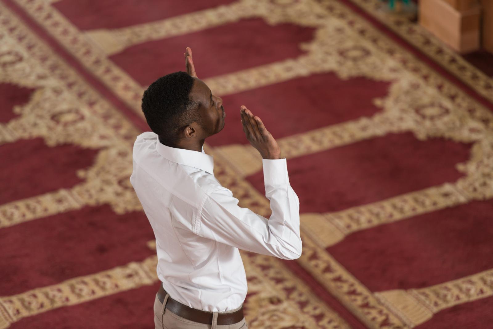 عبودية التكبير والاستفتاح في الصلاة