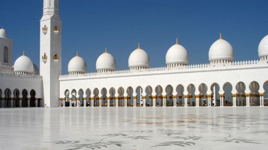 مسجد الشيخ زايد بدولة الإمارات العربية المتحدة.