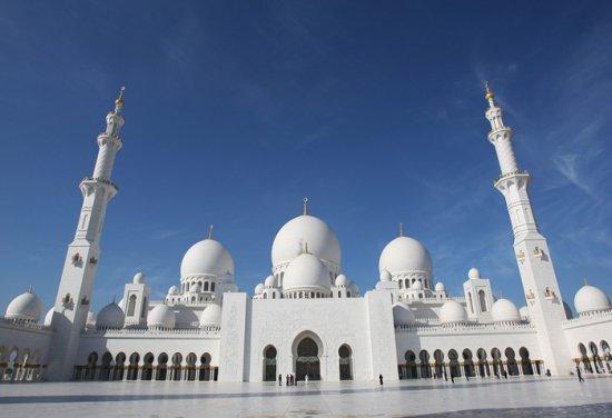 مسجد الشيخ زايد بالإمارات العربية المتحدة.
