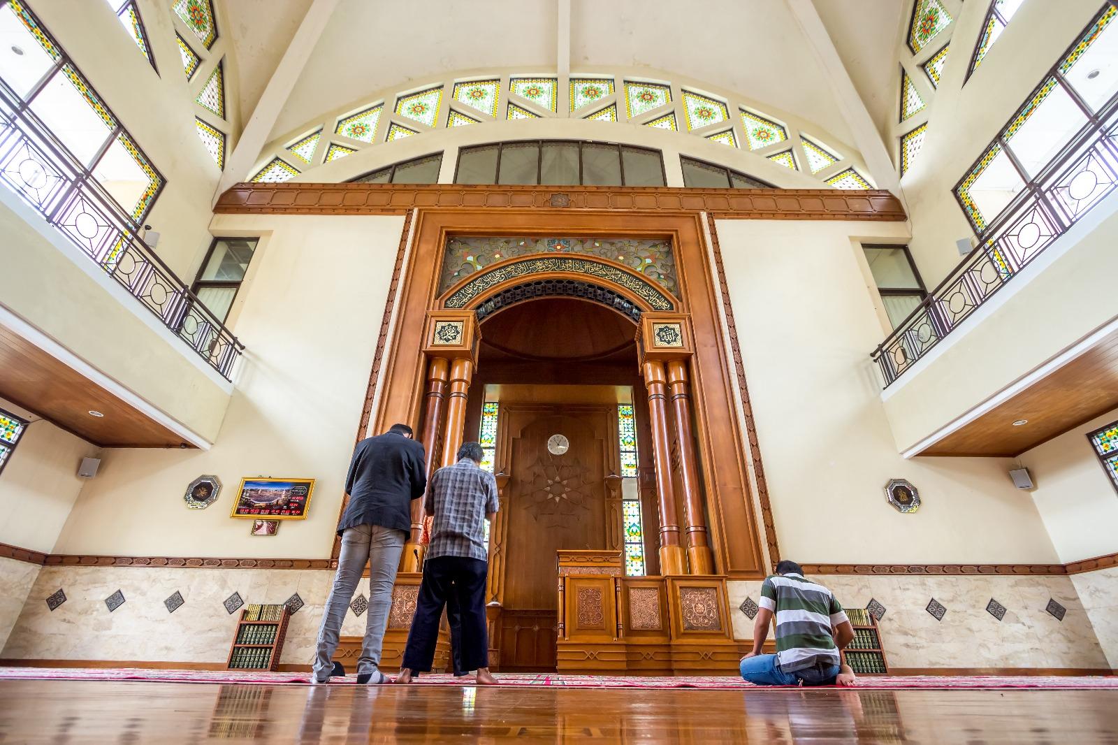 كيف يكون الإقبال في كل جزء من أجزاء الصلاة