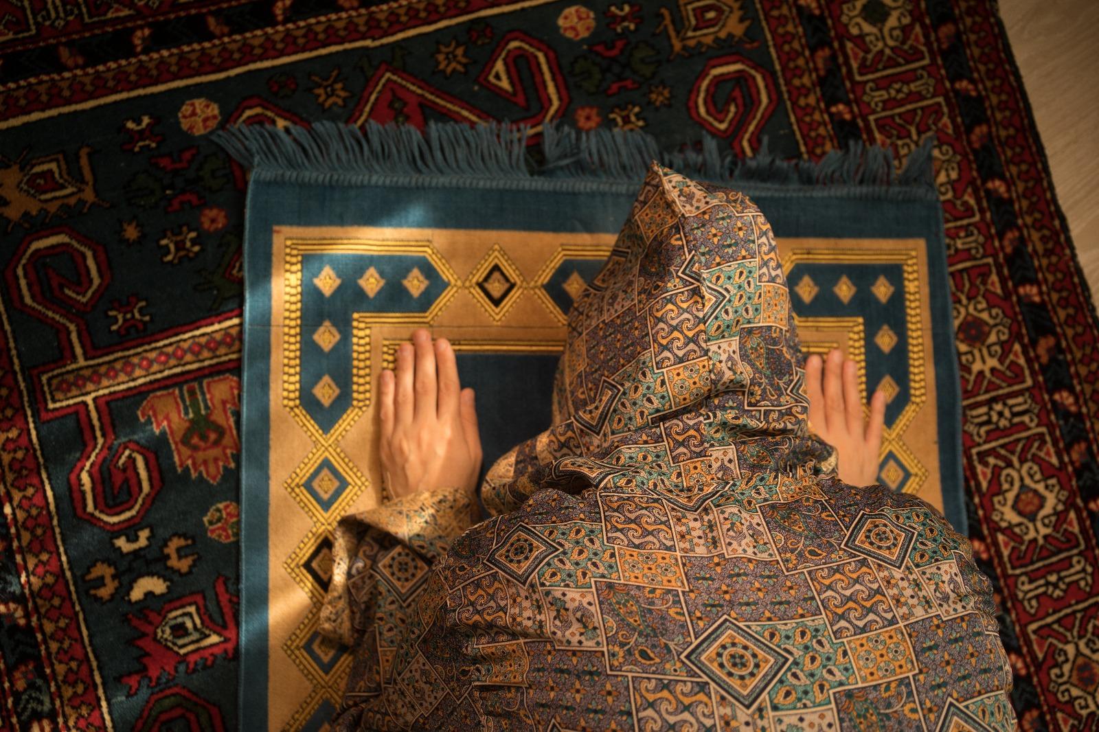 زوجتي لا تحافظ على الصلاة... ماذا أفعل؟