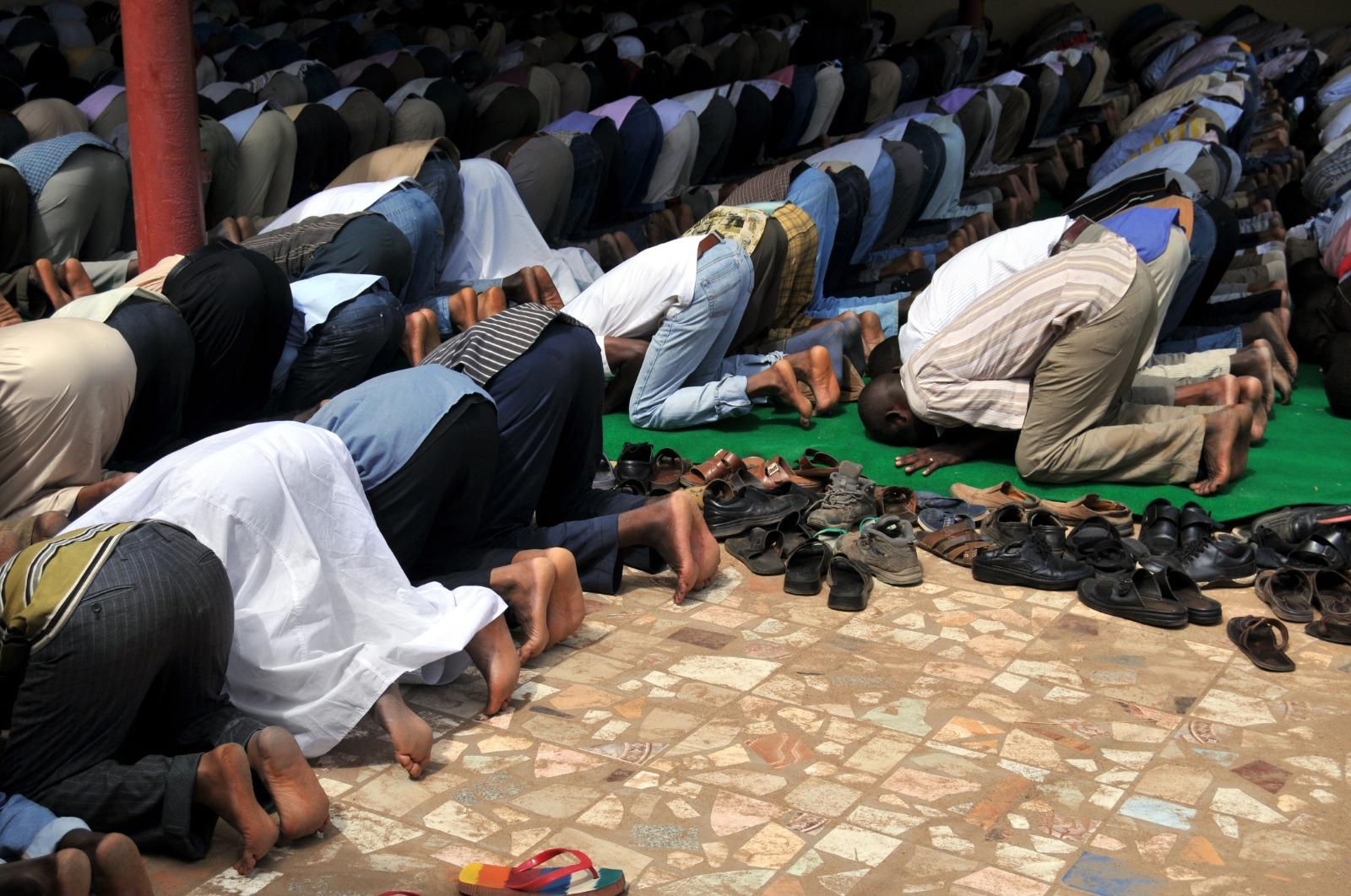 ما هي حالات المأموم مع الإمام في الصلاة؟