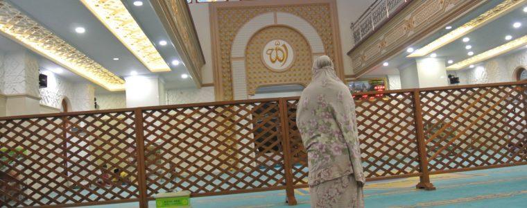 فقه النوازل: فصل مصلى النساء عن مصلى الرجال في المساجد