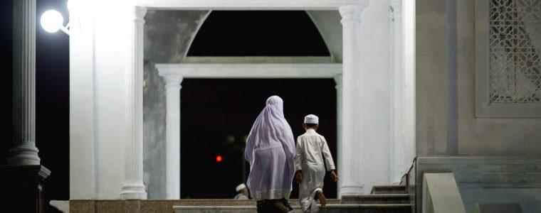 ما كيفية التعامل مع الأطفال في المساجد وما حكم اصطحابهم؟