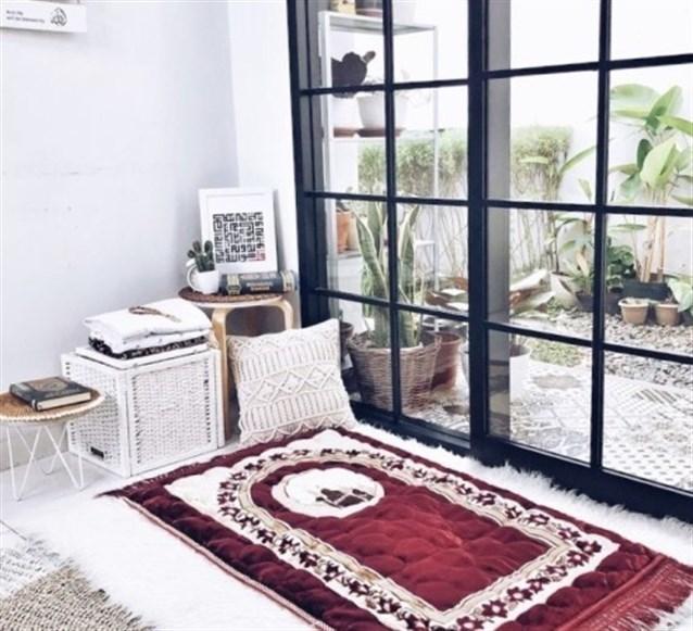 ما حكم تأخير الصلوات بالمنزل بسبب غلق المساجد؟