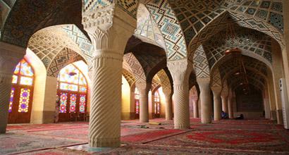صورة من داخل المسجد.